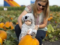 Lisa and Lilia at the pumpkin patch